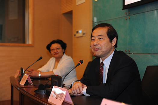 上海吴军利怎么样了_来自联合国日内瓦办事处的吴军先生,欧盟委员会口译司的paul brennan